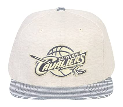 4da52f186da Amazon.com   Mitchell   Ness Mens NBA Oatmeal Heather Snapback (One ...