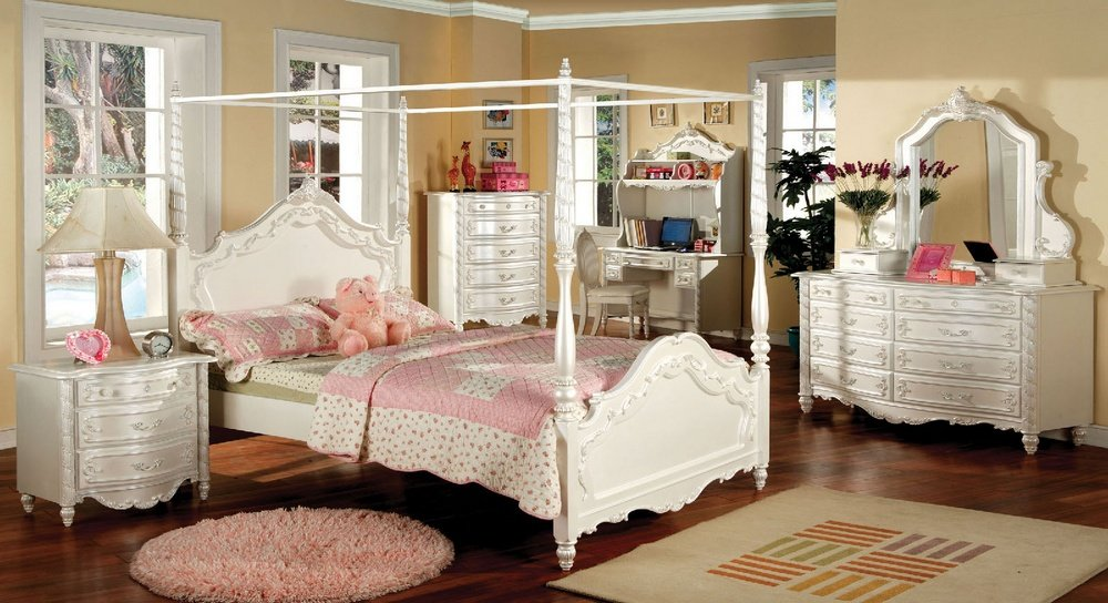 Poster Canopy Bed in Pearl White - Victoria Collection