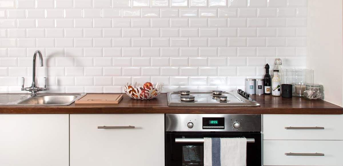 White Metro Retro Tile Panel Kitchen Splashback Affordable Alternative To Tiling 100 Waterproof Grout Free Wall Tile Panels Full Panel 2450mm X 780mm Amazon Co Uk Diy Tools