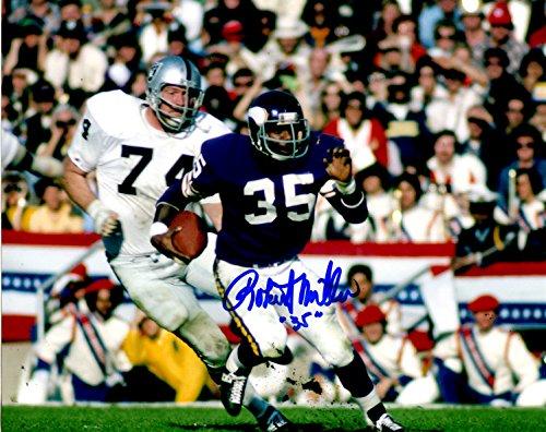 Autographed Robert Miller 8x10 Minnesota Vikings Photo ()