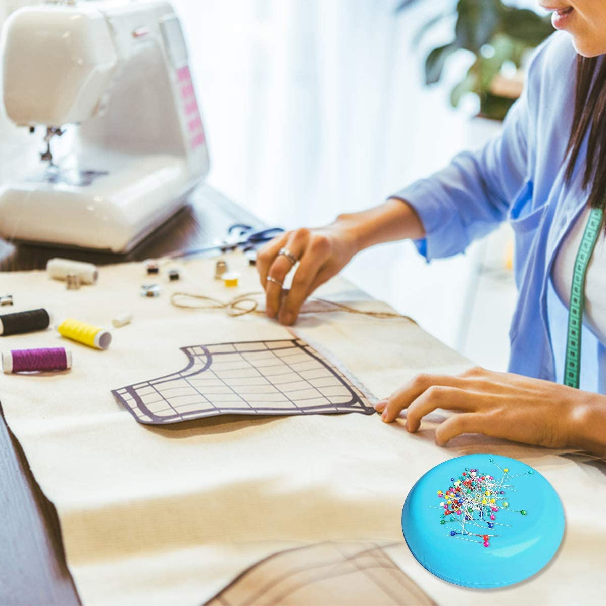 Magnetic Sewing Pincushion with 100PCS Plastic Head Pins Blue Round Magnetic Pins Holder Sewing Needle Holder for Daily Sewing