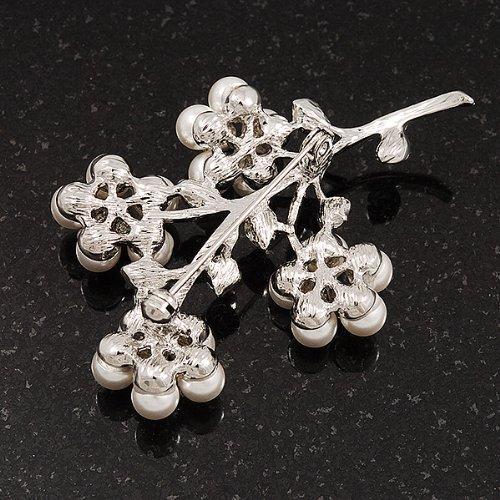 Broche fausses perles florales blanches en métal ton argenté- longueur 6cm