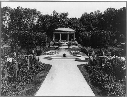 Photo: Formal gardens,fountains,Miss Abbey Hunt-Evans,Beverly Cove,Massachusetts,1920