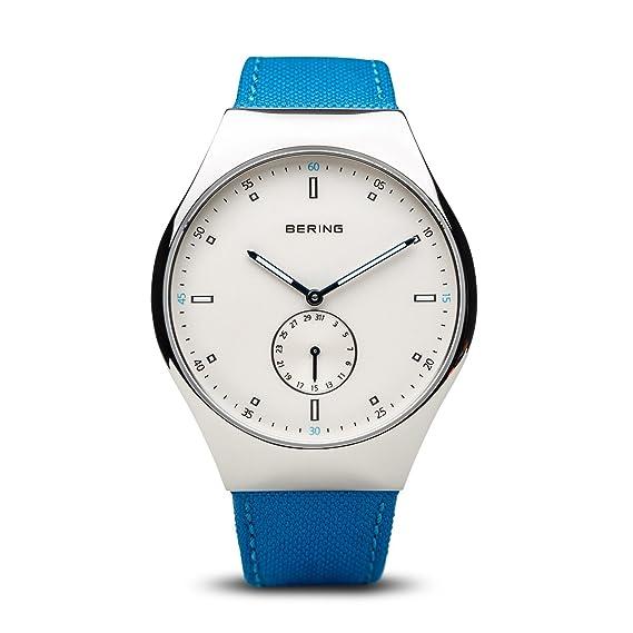 Bering tiempo 70142 - 604 Hombres Smart viajero colección reloj con correa de nailon y Scratch Resistent cristal de zafiro.