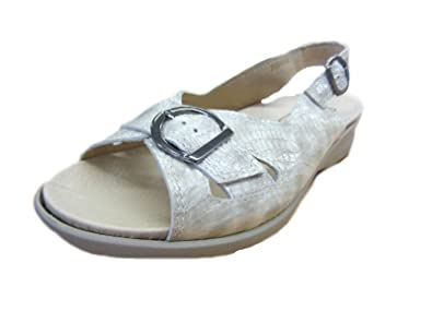 9651ae0f7432 db  Sicilly  Women s Beige Patent Sandals(4E Wide)  Amazon.co.uk ...