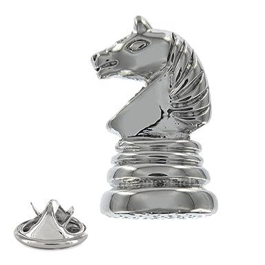 Amazon.com: Caballero de ajedrez metal pin badge: Clothing