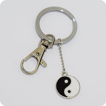 Amazon.com: Negro y Blanco Esmaltado Yin Yang Llavero, plata ...