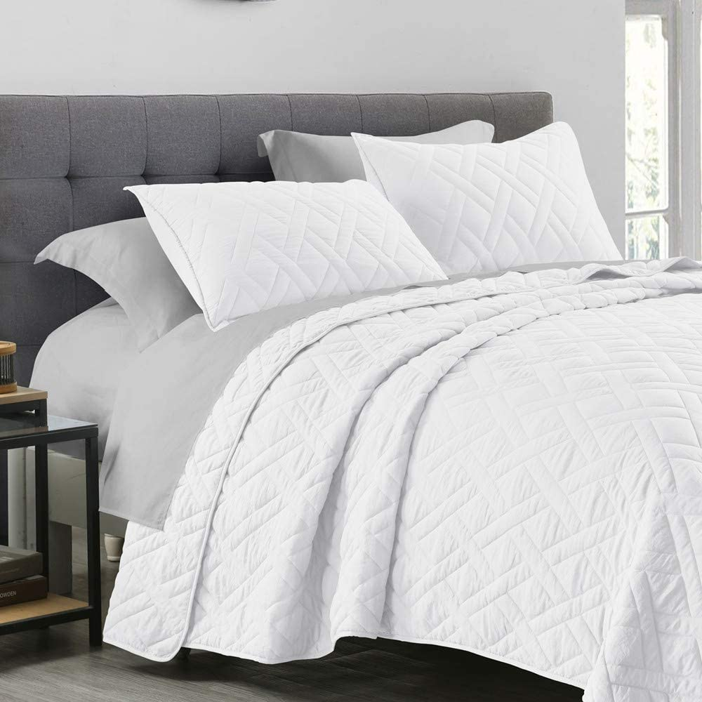 Quilt Set Queen Size White, Classic Geometric Diamond Stitched Pattern, Pre-Washed Microfiber Ultra Soft Lightweight Quilted Bedspread Coverlet for All Season, 3 Piece Includes 1 Quilt and 2 Shams