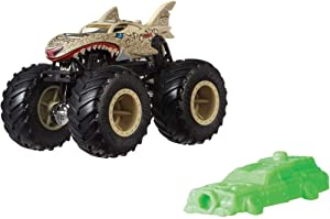 Hot Wheels Monster Trucks Leopard Shark Creature Vehicle - Connect and Crash Car Included 40/50 1:64 - Sand Colored Shark Shape Car with Giant Wheels
