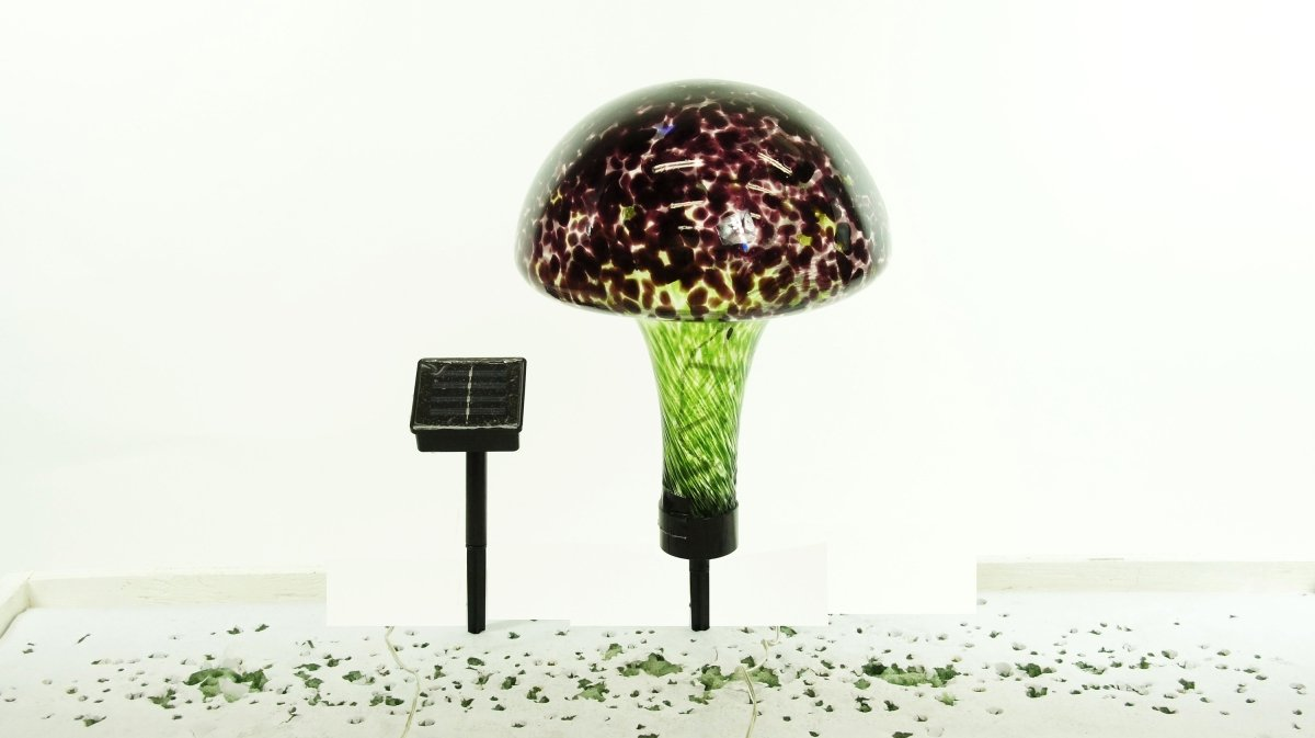 Benzara HomeRoots Solar Glass Mushroom with 16 LED Lights