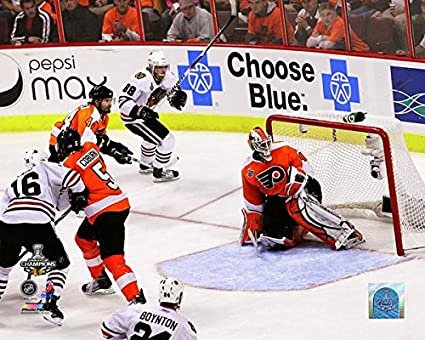 Amazon.com  Patrick Kane Chicago Blackhawks NHL Action Photo (Size ... a29f2f132