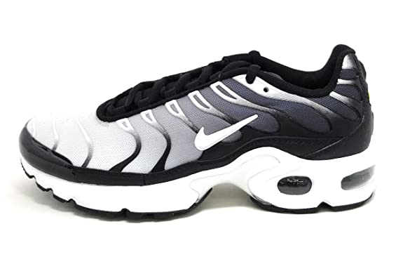 4515af7be7404 Amazon.com  Nike Air Max Plus Gs  Black White  Boys Girls Style  655020-077  Size  4  Shoes