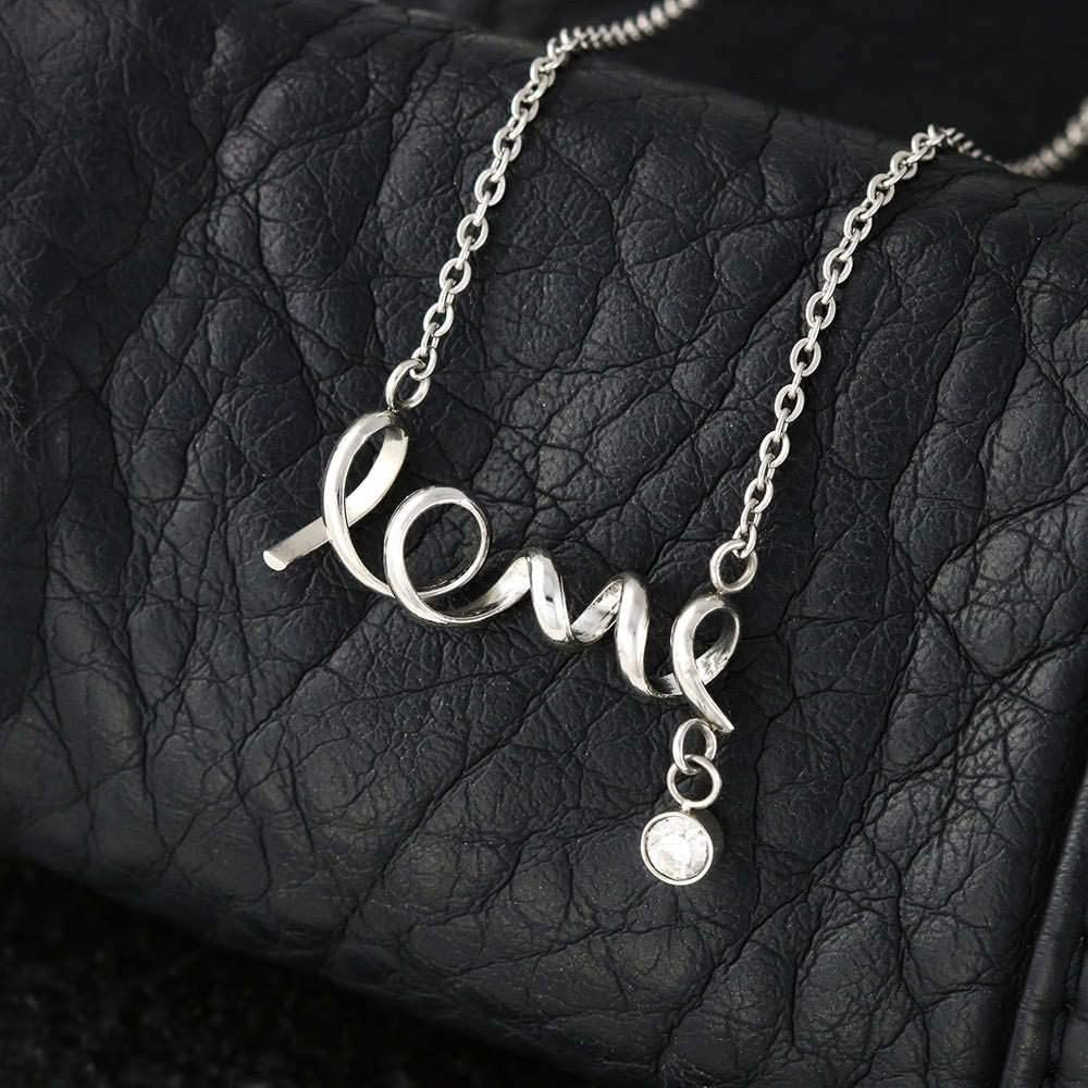 Mi Mundo Scripted Love Pendant Necklace Message Card