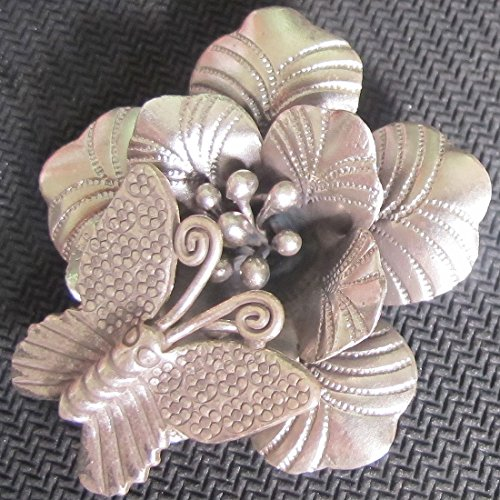 WEIGHT APPROX. 13.90 GRAMS VERY BEAUTIFUL FLOWER & SMALL BUTTERFLY FLOWER SIZE 40x40 MM. REALLY NICE FLOWER PENDANT WITH RING FOR SMALL BUTTERFLY KAREAN PENDANT BOX 5-A5