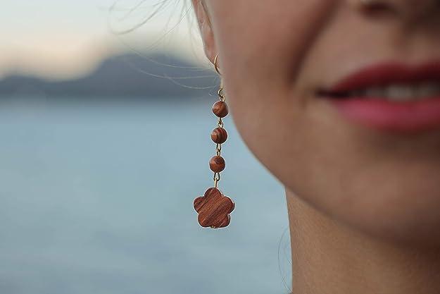 Ohrring in Wolkenform mit Perlen aus echten Olivenholz handgemacht auf Mallorca