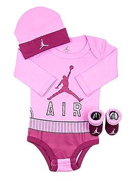 11b5dc8d29751 NIKE Michael Jordan Body bébé layette – Lot de 3 ensembles Bonnet et  Chaussons par Nike