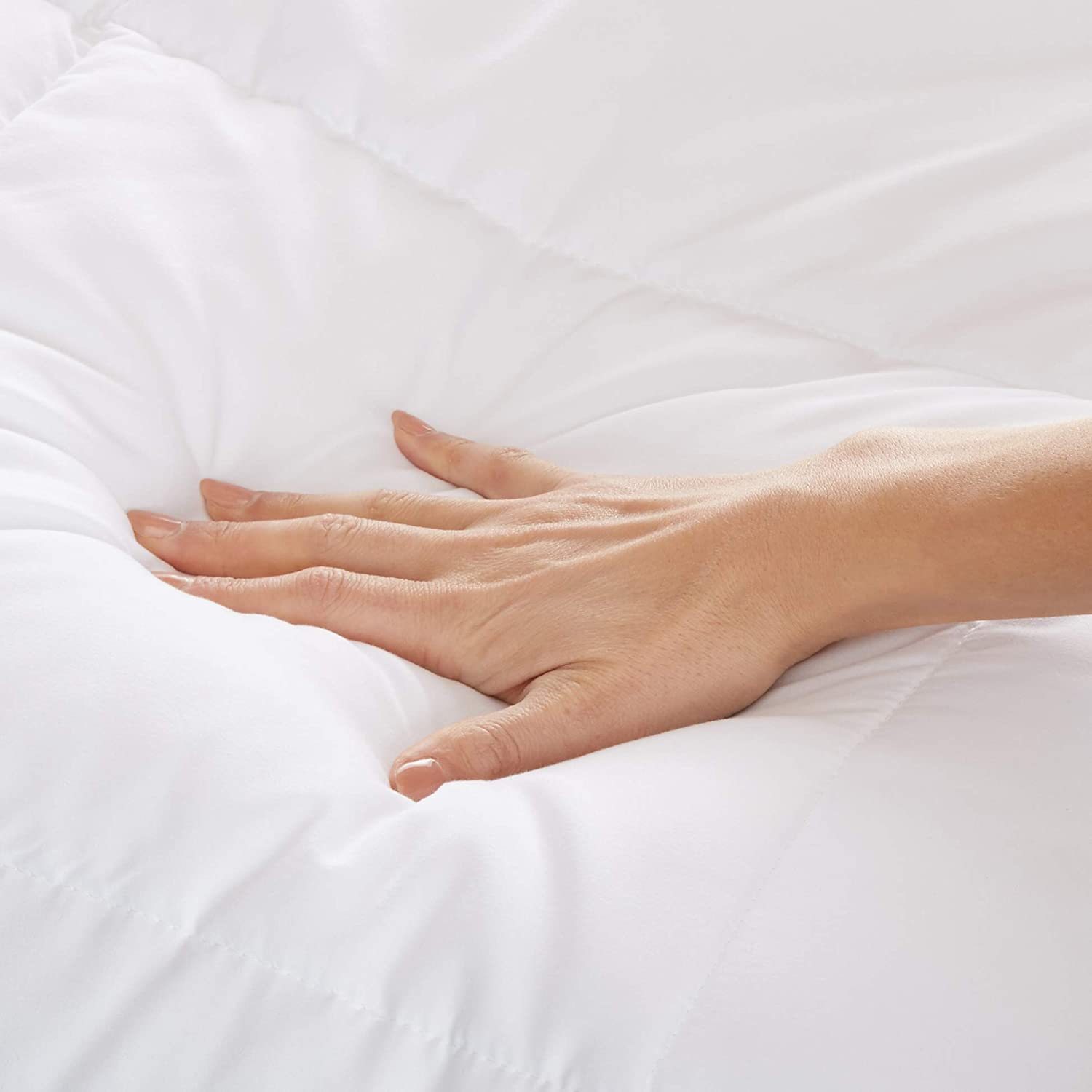 Basics Conscious Series Down-Alternative Comforter with Recycled Poly Fill Full//Queen