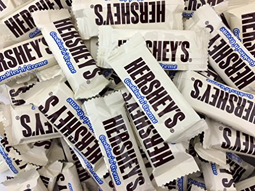HERSHEY'S Cookies 'n' Crème Snack Size Bars, Treats Bars (Pack of 2 Pounds)]()