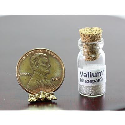 Dollhouse Miniature Bottle of Faux Valium Pills: Toys & Games