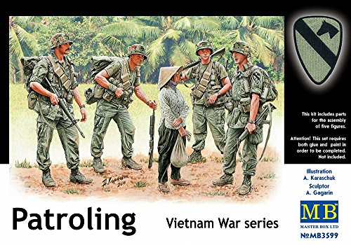 rs Patrolling Vietnam (4 and Woman) Figure Model Building Kits (1:35 Scale) ()