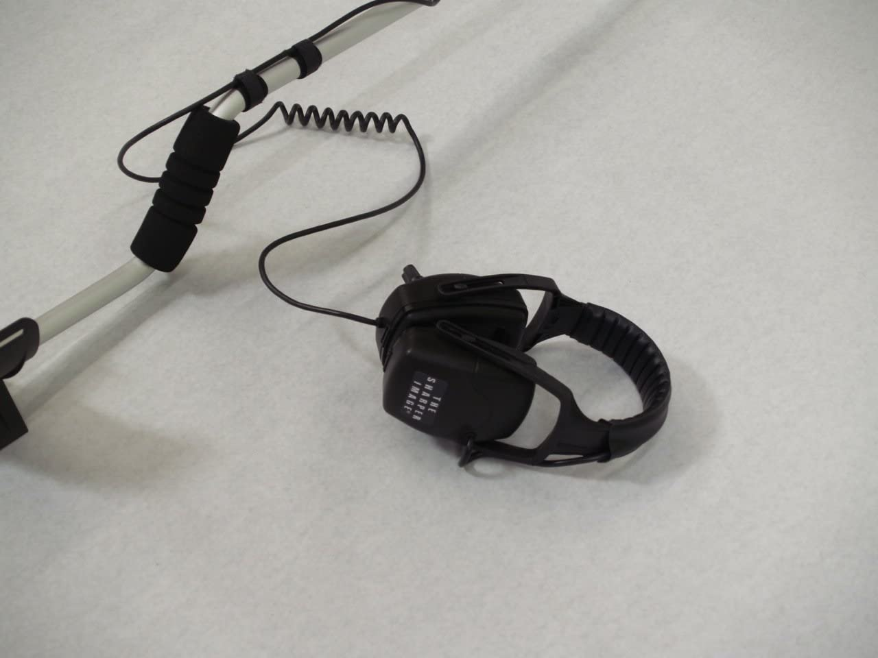The Sharper Image TSI-22 FEATHER 22 METAL DETECTOR
