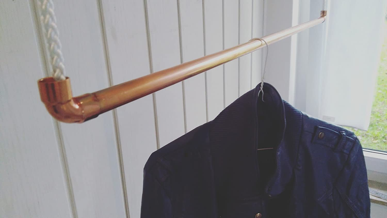 90 cm Premium Design Kleiderstange, Garderobenstange, aus Kupfer und Baumwollseil (Weiß) hängend, Decken-Befestigung, Kleiderständer oder Garderobe, Shabby Chic, Vintage, Antik, RosaGold, livindo.pro