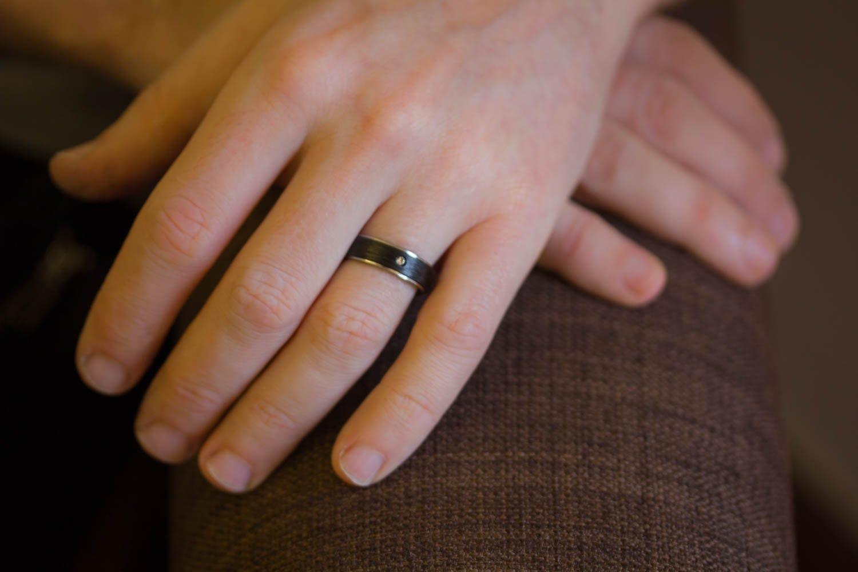 Amazon.com: Men's titanium and carbon fiber ring with Swarovski ...