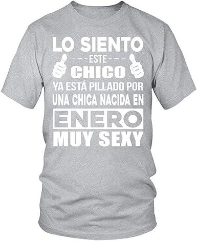 TEEZILY Camiseta Hombre ENERO Chica - Gris Claro - XL: Amazon.es: Ropa y accesorios