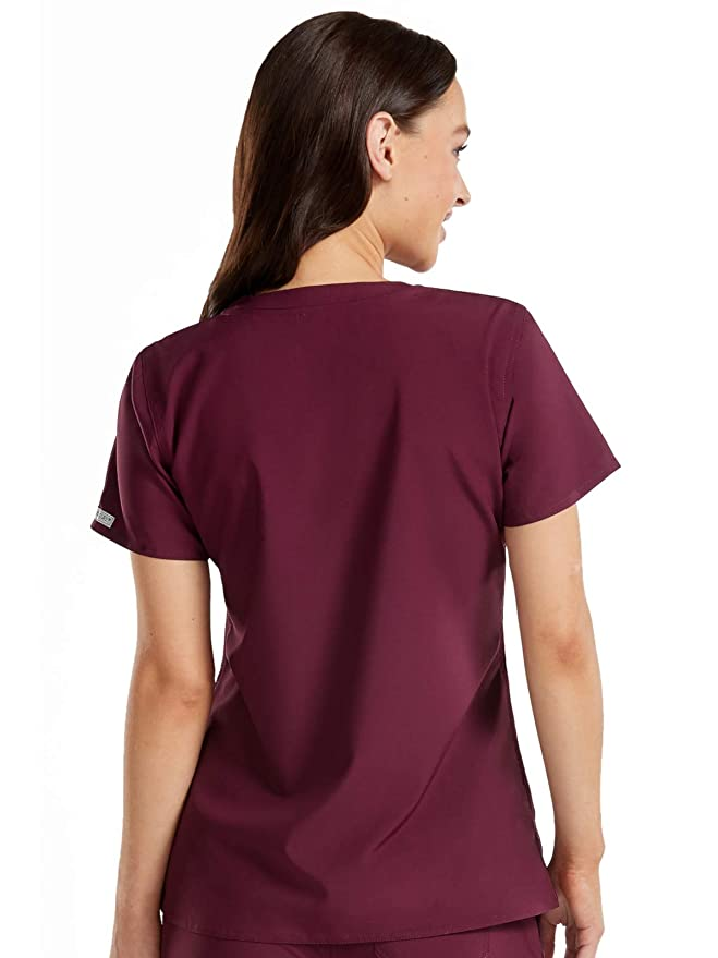 0269acad67f Med Couture Energy Women's 3-Pocket V-Neck Scrub Top: Amazon.ca: Clothing &  Accessories