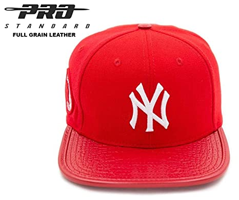 97392bbf038b5 Amazon.com   Pro Standard NY Yankees Fashion Scarlet White Full ...