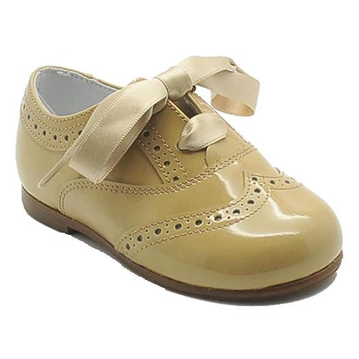 Blucher Beberlis 19288 - Zapato unisex en charol con diseño brocado, color camel.