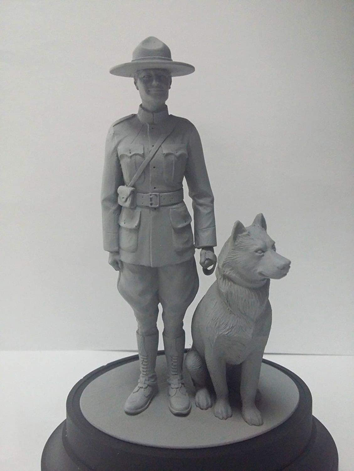 ICM 16008-1//16 RCMP Female Officer with dog World/'s Guards scale models kit