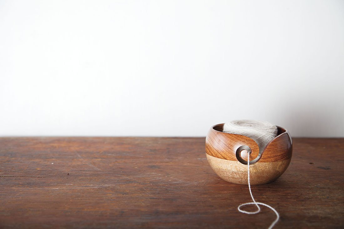 Amazon.com: Cuenco de madera para lana con agujas para tejer ...