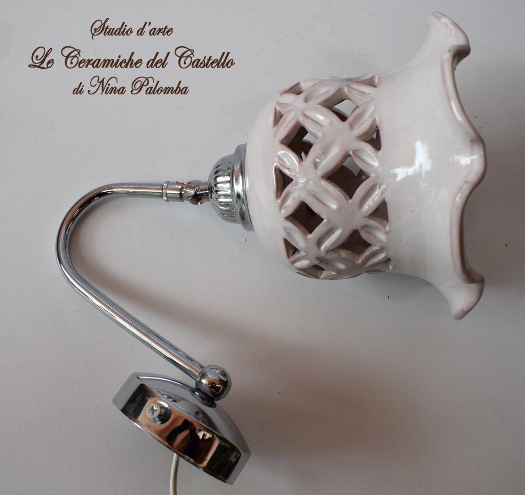 Applique Traforato Bianco Orientabile Ceramica + Braccetto in Acciaio e Parti elettriche Le Ceramiche del Castello Pezzo Unico Handmade Made in Italy