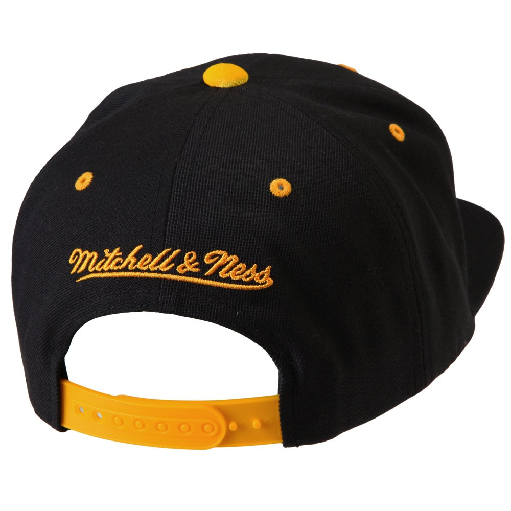 huge selection of fda6f 913db Amazon.com   Mitchell   Ness NBA Solid Velour Logo Snapback (Adjustable, Golden  State Warriors)   Clothing