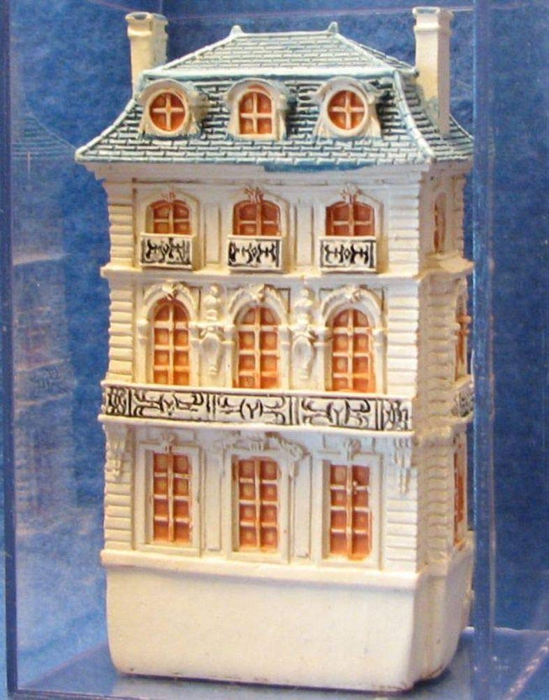 Miniature Dollhouse  1.777//1 Reutter Porcelain 1//12 scale