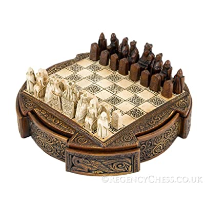 Isle Of Lewis Compact Celtic Chess Set 9 Inches by The Regency Chess Company Ltd, England: Juguetes y juegos