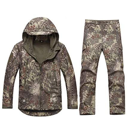 Amazon.com  FieldShuFu Tactical Gear Softshell Camouflage Jacket Men ... 2803dffaf