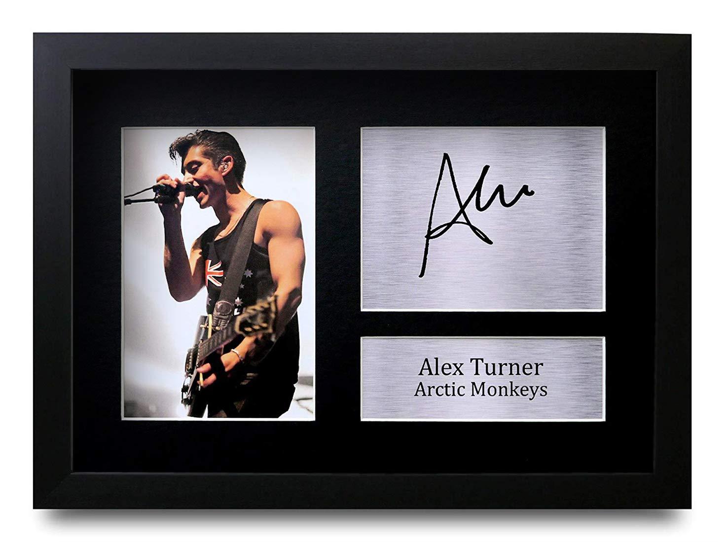 HWC Trading Alex Turner A4 Incorniciato Firmato Regalo Visualizzazione delle Foto Print Immagine Autografo Stampato per Arctic Monkeys Gli Appassionati di Musica