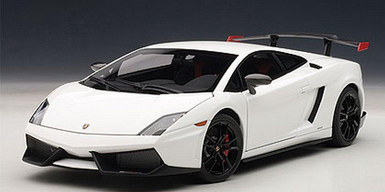 AUTOart AA74693 Lamborghini Gallardo LP570 SUPERTROFEO 2011 White 1:18 Die Cast