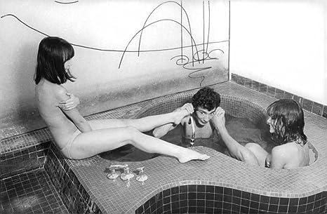 Uomo In Vasca Da Bagno.Vintage Foto Di Un Uomo E Due Donne Nella Vasca Da Bagno Da Un Film