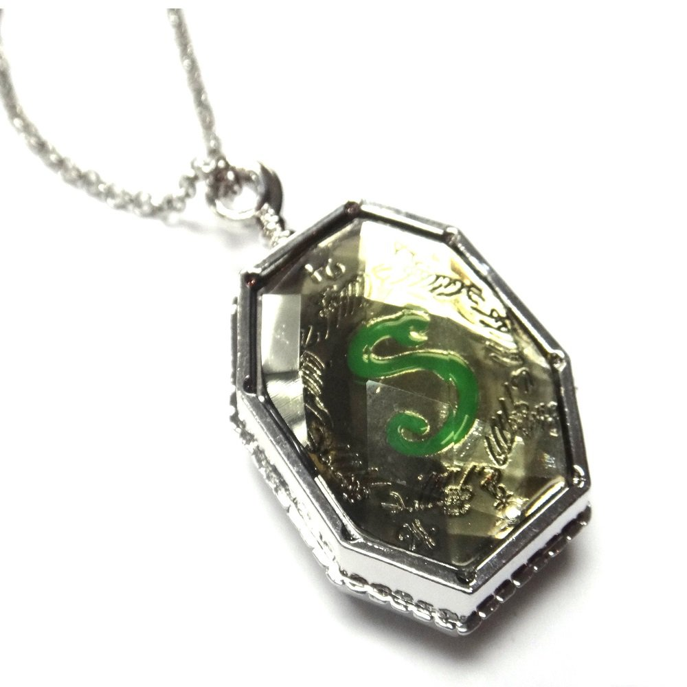 Harry Potter Voldemort Horcrux Salazar Slytherin Locket Necklace Opens Prop GSC Moda