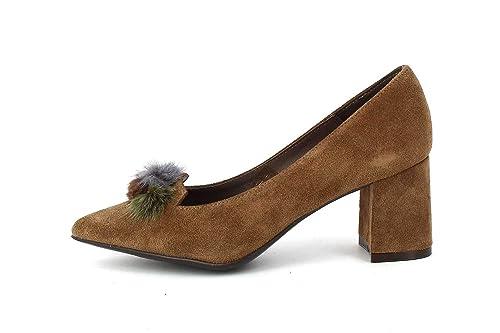 e3fc4435bae Patricia Miller Zapato de Tacón Pompones Taupe  Amazon.es  Zapatos y  complementos