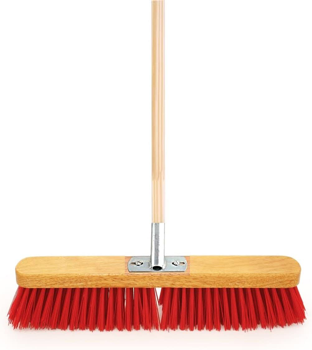 18 Wide Heavy Duty Stiff Pvc Sweeping Brush Equestrian Yard Broom Fitted With Metal Bracket And Supplied With Wooden Handle Amazon Co Uk Kitchen Home