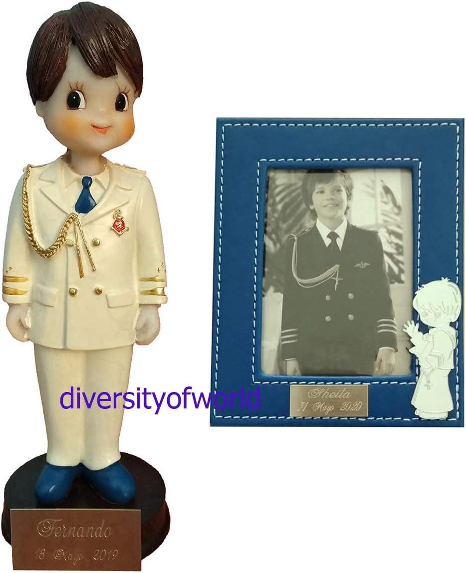 diversityofworld Figura de niño de Comunión con Casaca y Pack de 13 Unidades de Portafotos de niño de Cuero con Placas GRABADAS con Nombre y Fecha