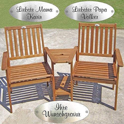 Doppelsessel mit Gravurplakette - aus geöltem Eukalyptusholz mit Tisch und Sonnenschirmvorrichtung - für gemütliche Gartenmomente in Zweisamkeit (Gravurplakette Silber)