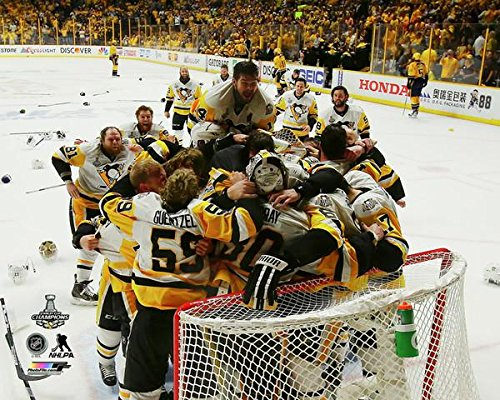 Pittsburgh Penquins Sidney Crosby & Evgeni Malkin And Team Seconds After Winning The 2017 Stanley Cup. 8x10 Photo Picture (b.net)