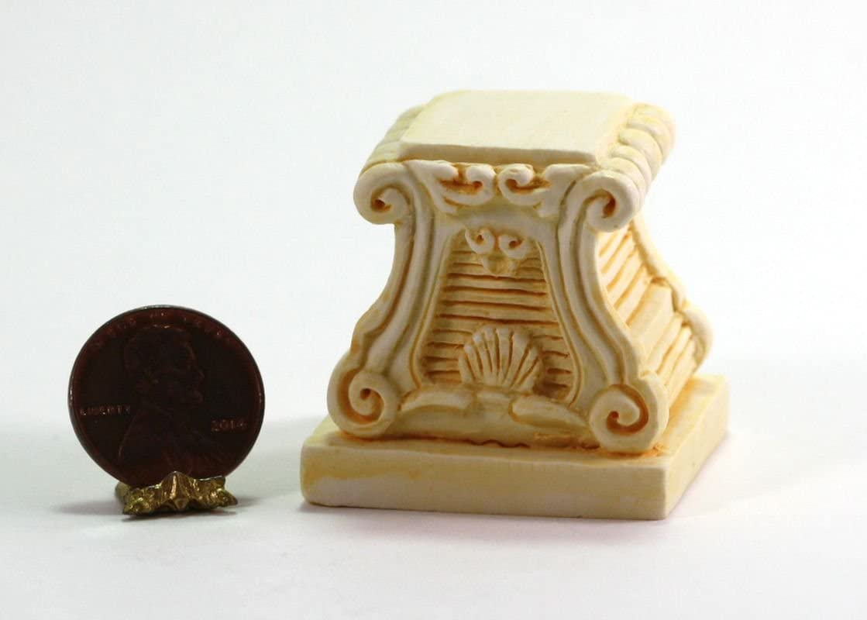Dollhouse Miniature Aged Tan Flower Box w//Moss by Falcon Miniatures