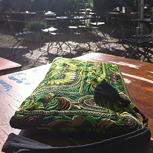 ETHNIC STYLES Ethno Hmong Clutch Naturkind, bunt bestickt. Fairtrade aus Thailand / Baumwolle. Quaste, Glitzerperle, Innenfach.