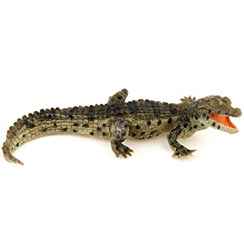 papo 50137 baby crocodile figure amazon co uk toys games